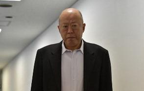 三輪郁夫役 六平直政